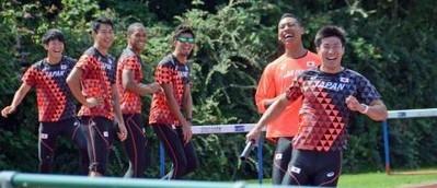 【陸上】男子400mリレーのバトン練習でアンカーのサニブラウンが爆笑珍プレー 世界陸上ではバトンの負担が少ない1走起用へ