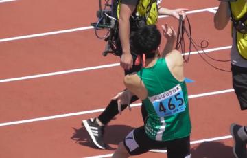 【陸上】ジョジョ立ちの学生ランナーが話題に
